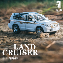 1:32 Toyota land cruiser alloy car model boy boy sound and light back to the toy car model Children's car toys(China)
