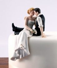 Free shipping Bride and Groom toppers Couple Figurine wedding cake topper for wedding cake decoration supplies cake standAE02110