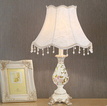 American warm minimalist embroidered art Table Lamps Romatic classical carved resin rose lamp for bedroom&studio&foyer&tea table