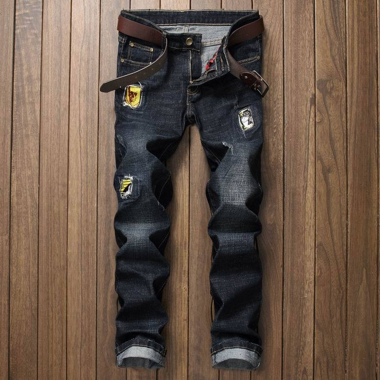 2017 NEW Rap Badge Patchwork Jeans Men Ripped Jeans Classic Bule Scratched Biker Jeans Hole Denim Straight Slim Fit Casual PantsÎäåæäà è àêñåññóàðû<br><br>