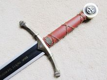"S0172 DELUXE NON NOBIS KNIGHT TEMPLAR ACCOLADE CLAYMORE SWORD W/ WALL MOUNT 44""(China)"