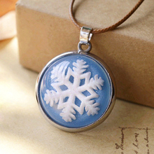 6pcs/lot Christmas Winter Snowflake Pendant Necklace for Kids Round Glass Cabochon Pendant Best BBF Jewelry  c05
