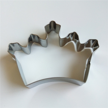 AMW Crown Shaped Metal Kitchen Bakeware Supplies Stainless Steel Cookie Cutter Mold Fondant Cake Decoration Tools MJ7022