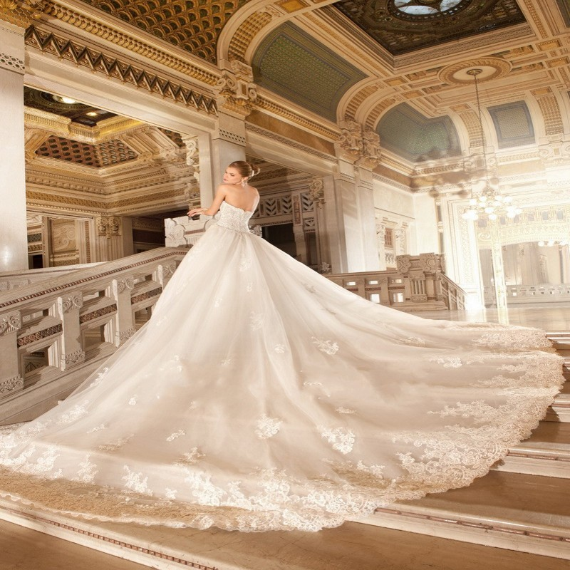 a line sweetheart appliqued lace beaded detachable cathedral train wedding dresschina mainland