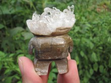 Tibet's natural clear white crystal cluster pure hand-carved big white dots to heal(China)