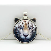 2017 New hot New White Tiger Necklace White Tiger Pendant Wild Animal Jewelry Glass Cabochon Necklace CN-00448