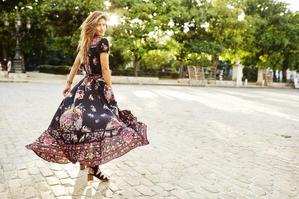 Lendlevad mustrilised kleidid