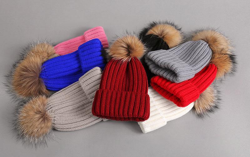 kid hat with fur pompom 1