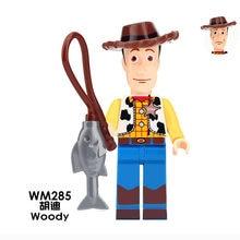 Venta única Legoing Woody muñecos de acción juguete historia película de  dibujos animados de rodeo de Woody modelo ensamblar blo. aa3b12301af