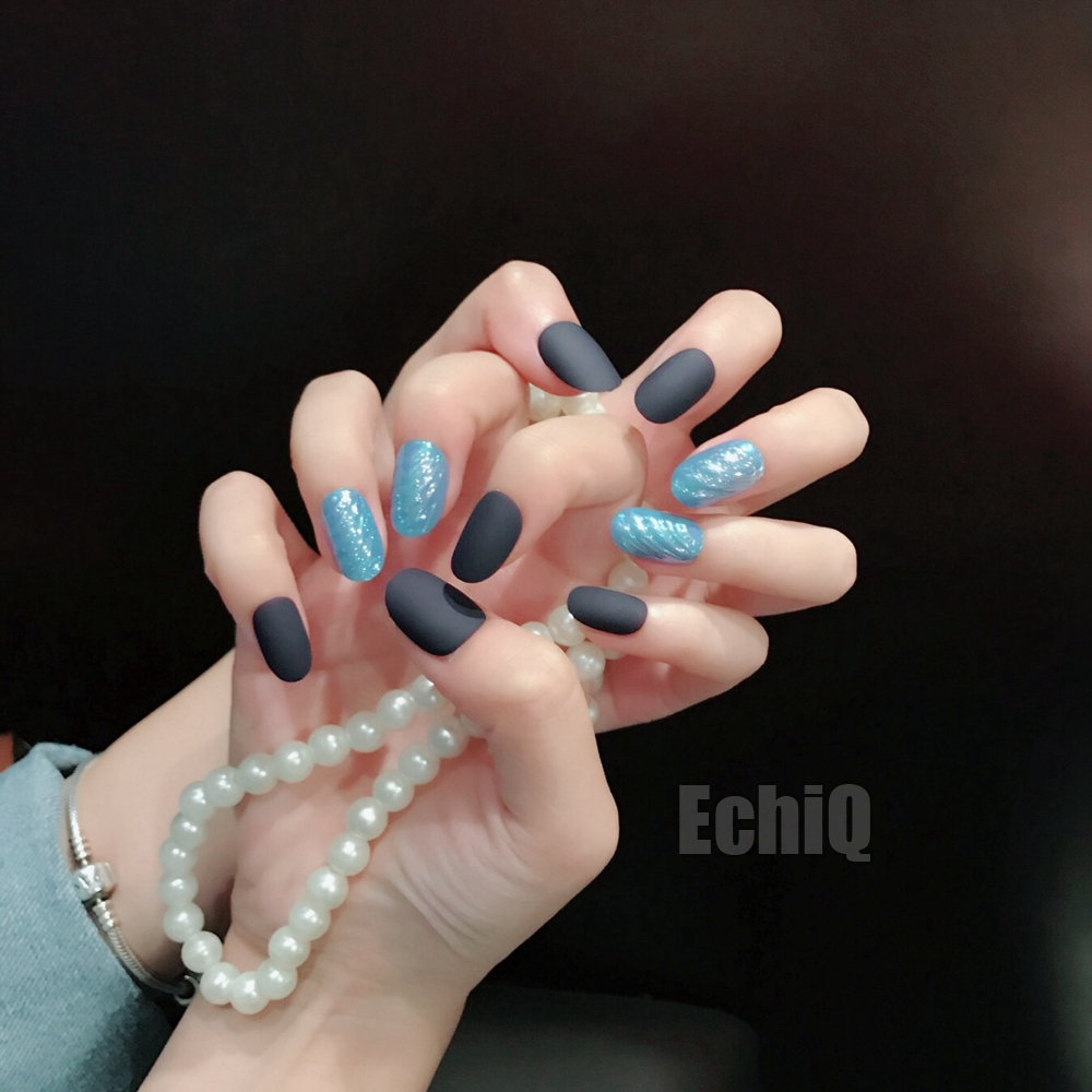 Shemale finger nails