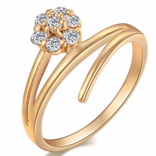 Fashion Design Italy Zircon Gold Color Love Flowers Rings White Crystal Jewelry Rings for Lady Women Gift Wedding Rings
