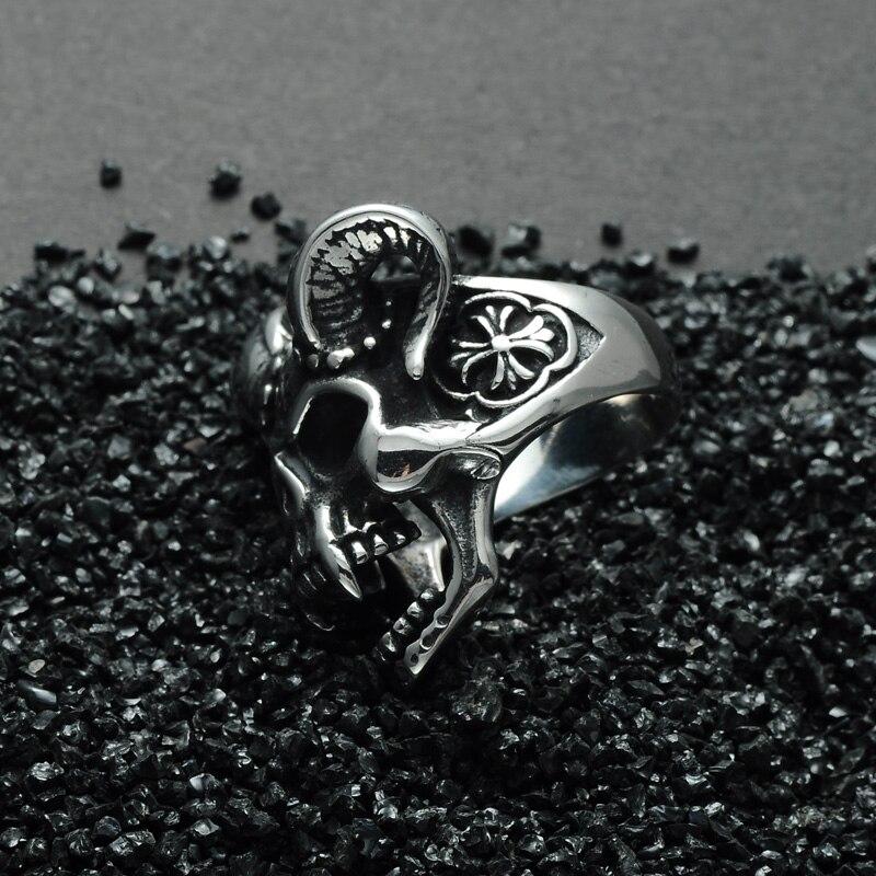 แหวนโคตรเท่ห์ 002 แหวนกะโหลกราชาแวมไพร์ 5