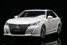 Diecast Car Model New Toyota Crown 2015 1:18 (White) + SMALL GIFT!!!!!