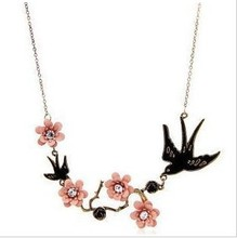 Jewelry WholesaleRN-094 Vintage Jewelry For Women Carved Flowers Swallow Imitation Rhinestones Necklace(China)