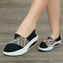 2017 Brand Women Flats Casual Shoes Slip On Canvas Fashion Platform Shoes Autumn Comfort White Women Shoes Swing
