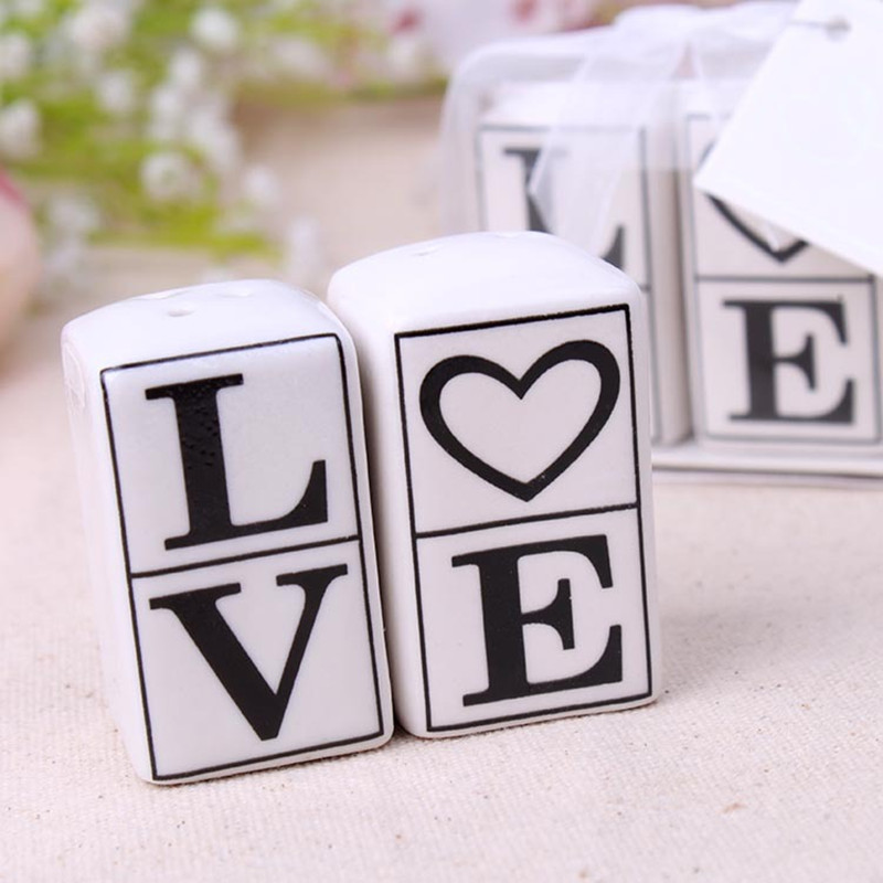 2pcs Set LOVE Salt And Pepper Shakers Ceramic Pots Wedding Favors Souvenirs Gifts For Guests