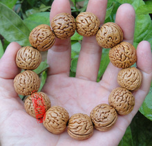 The boutique hand String Bracelet nuclear brainprint apple orchard lion head peach beads short pile on hand holding LP