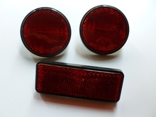 MOTORCYCLE RED ROUND FRONT REFLECTORS PAIR AND ONE RECTANGLE RED REFLECTOR ZS125-55 RED DOT SAE EMARK LIFAN BIKE