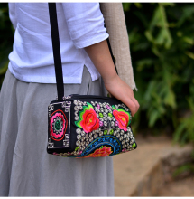 2017 New Embroidery Women Shoulderbag!Hot embroidery three-zippers handbags Top All-match Fashion Small embroidered Shopping bag