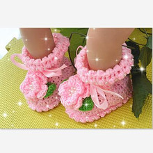 Exquisite Hand Knitted Toddler Baby Shoes Sweet Pink Flower Pearl Ribbon Newborn Girl First Walkers Infants Crochet Prewalker(China)