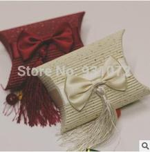 Free shipping 2016 New Pillow Shaped Favor Box With Bow And Tassel(China)