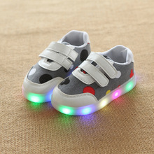 2017 European fashion design LED lighted children casual shoes high quality kids glowing sneakers cute baby girls boys shoes(China)