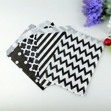 5*7 inch 100 pcs/lot Black Chevron Popcorn Kraft Paper Treat Favor Bag Goodie Gift Bags for Festival Party Wedding Decoration(China)
