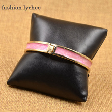 fashion lychee Black Synthetic Leather Watch Bracelet Display Stand Pillow Cushion Holder Jewelry Organizer Shelf Storage C