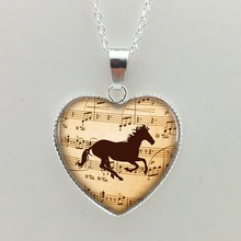 2015 New Glass Necklaces Pendants Music Horse Heart Pendant Horse Jewelry Horse Necklace Glass Heart Necklace HZ3(China)
