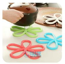 5pcs/Lot Candy color Europe Round Silicone Heat Mats Pads Plum-shaped PVC Pot holder Coasters Free Shipping A482