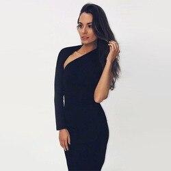 Женское платье с открытым плечом