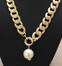 x221 Luxury Women European Style Exaggerated Large Simulated Pearl Pendant Short Design Necklace