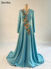 2017 A-line Green Evening Dresses with V Neckline Long Sleeves Appliques Beaded Floor Length Sweep Train Party Prom Gowns(China)