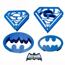 Cake Cutter 1 Set Spring Press Batman Superman Cookie Supplies Family Baking Biscuit Plastic Cake Decorations Mold A932