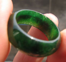 Free Shipping 11692 new natural deep green Semi-precious Stone hand carved band man ring(China)