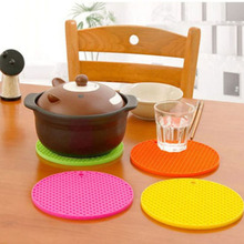 Hot 1Pc Skidproof Heat Resistant Mat Silicone Non-slip Coaster Round Cup Cushion Placemat Holder Kitchen Accessories(China)
