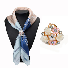 Fashion Rhinestone Brooches Pins Opal Stone Flower Shape Scarf Clips Crystal Three Buckles Scarf Clips for Women Girl Gifts 3743