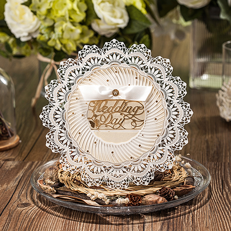 (10 pieces/lot) Royal Wedding Invitation Laser Cut Design Round Shape Champagne Wedding Invitation Card With Envelope CW5077(China)