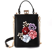 Fashion Women Chain Bags Elegant Floral Falp Messenger Bags For Ladies 3D Flowers Crossbody Bags Female Casual Handbags 2017 New(China)