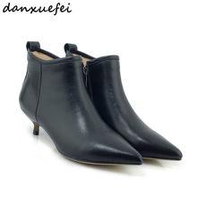 De las mujeres de tacón bajo otoño botas de cuero genuino de tacón de  gatito puntiagudo dedo del pie botines cortos damas elegan. 6f97070b33c0