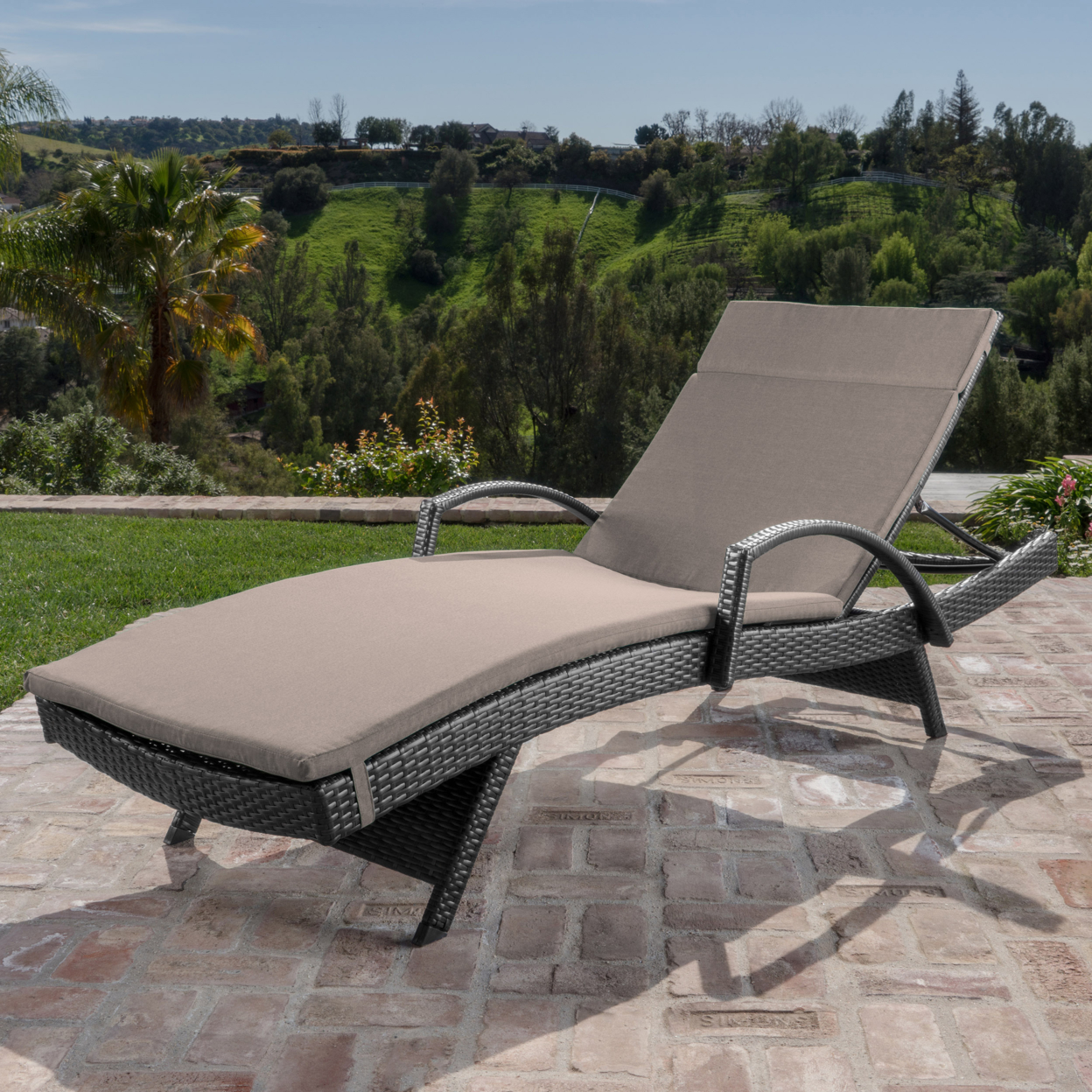 Solaris Outdoor Gray Wicker Armed Chaise Lounge with Wicker Accent Table (5)