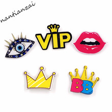 1PCS Free Shipping Kawaii Yellow Crown Lips Acrylic Brooch Pin Badge Clothes Badges Backpack Icons Package Costumes Brooch