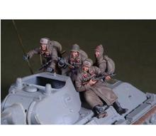 Unpainted Kit 1/35  WW2 Soviet Car Soldier 4 People     figure Historical WWII Figure Resin  Kit Free Shipping
