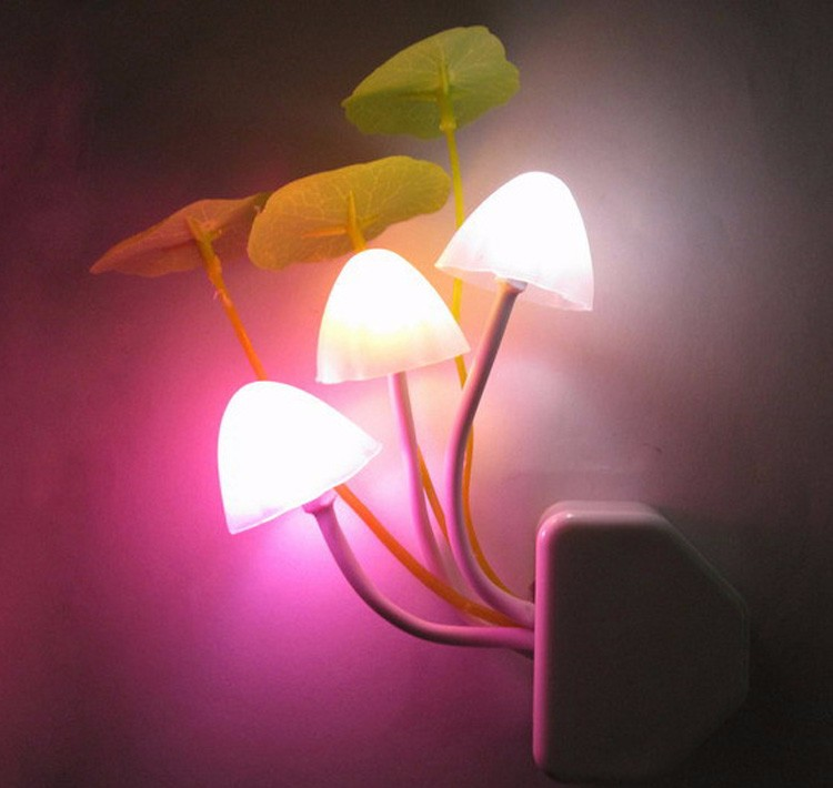 Novelty Mushroom Fungus Night Light EU & US Plug Light Sensor 220V 3 LED Colorful Mushroom Lamp Led Night Lights T0612