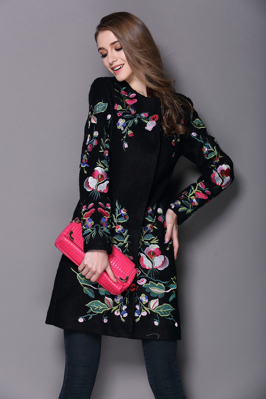 Пальто с вышивкой (60 фото модное 2018, с золотой вышивкой, с вышивкой) 20