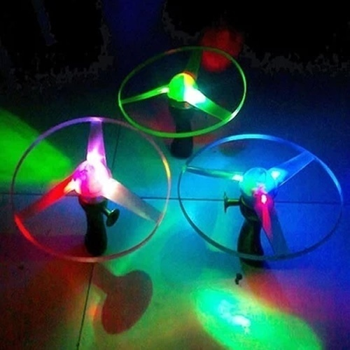 2017 High Quality 1pcs Green/Blue Color Random Spin LED Light Outdoor Toy Frisbees Boomerangs Flying Saucer UFO Toy(China (Mainland))