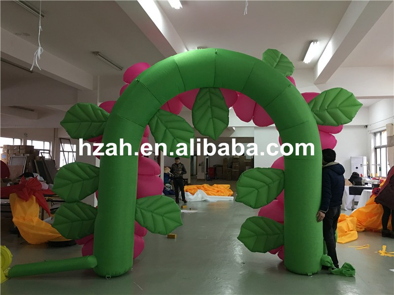 inflatable flower arch (130)