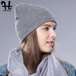 Теплая вязаная шапка бини из шерсти