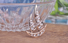 Fashion Top sell luxury inlay crystal Brooch Exquisite cute sailboat shape Brooch alloy plating breast flower