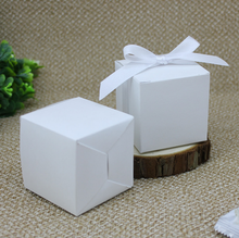 100Pcs European Style White Wedding Favors Candy Boxes Bomboniera Square Style Paper Gift Boxes With Ribbons Party Supplies